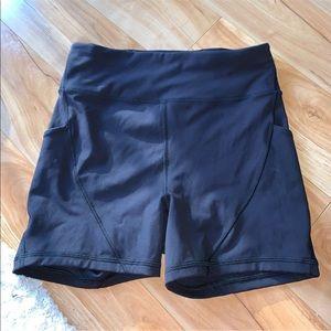 Lululemon black high waisted shorts with pockets